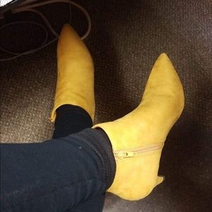 Delicious Shoes - 🎸 80s retro style mustard yellow Delicious BOOTIE